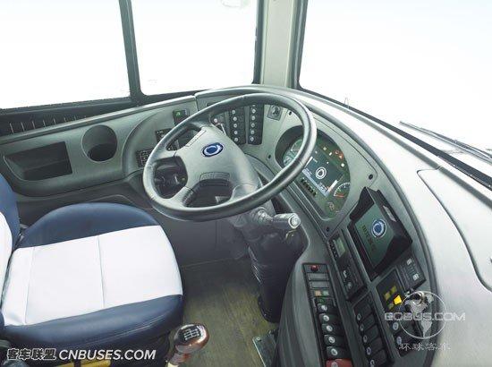 SLK6129驾驶舱人性化设计 超大视野尽收眼底