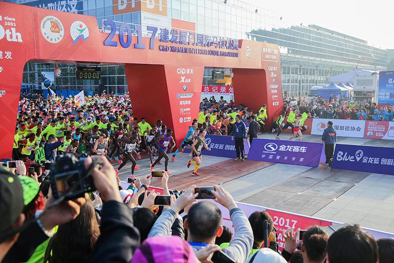"""2017厦门国际马拉松:""""金龙蓝""""辉照金标赛事"""