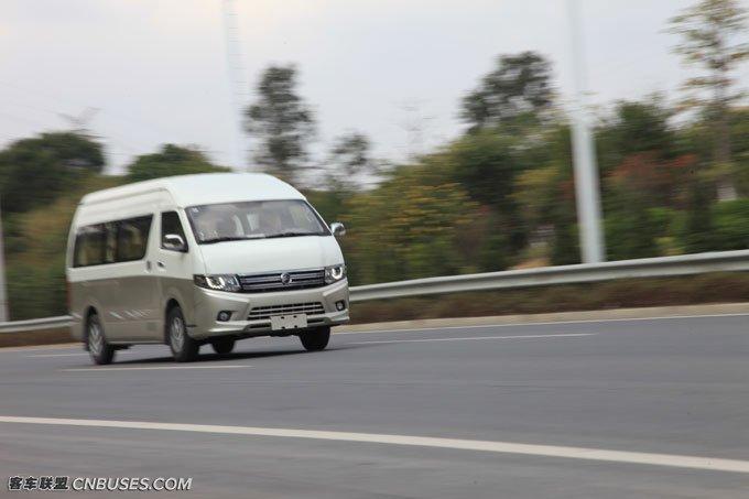 高速行驶时车身稳定性很强