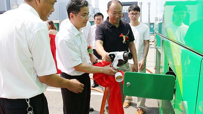 北京奔驰纯电动班车批量上线运营 全部欧辉制造