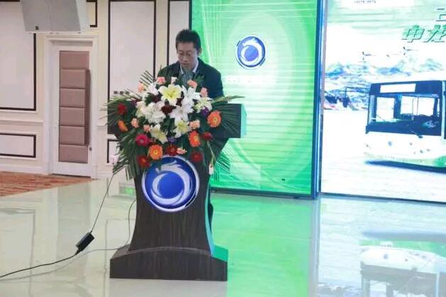 申龙客车总经理张嘉宇先生上台讲话