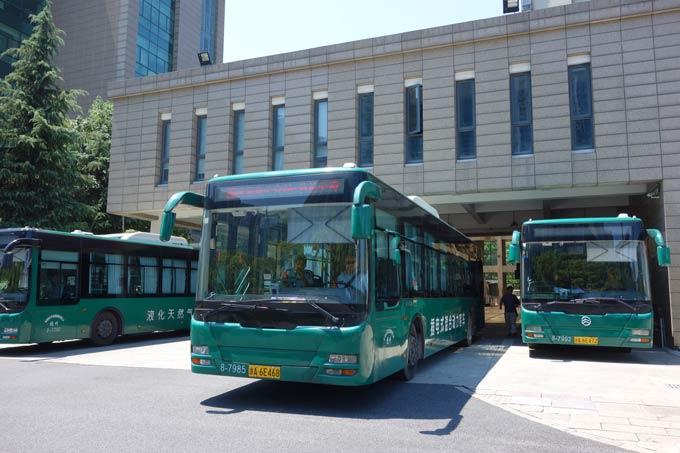 金旅插电式混合动力客车和LNG客车