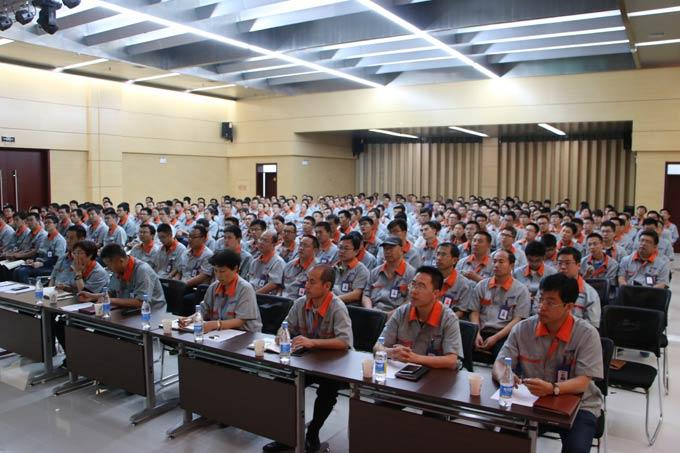 公司全体中高层领导及科技工作者代表等400余人参加了会议