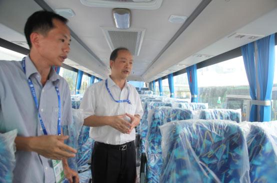 广西各市级领导参观申龙展车